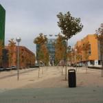 Ensanche Vallecas. Bulevar, edificación y árbol de agua (Foto JGM)