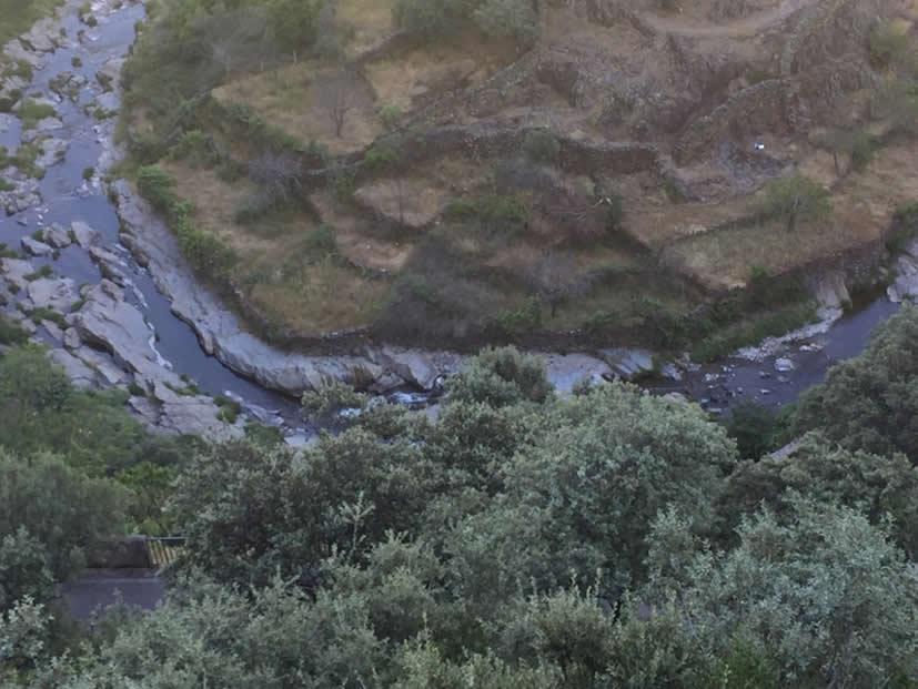 Meandros y bancales en el río Hurdano (fotos. J. Gómez)